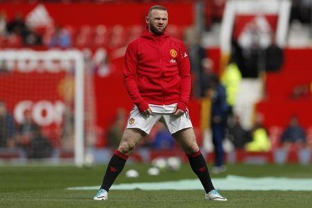 Manchester United's Wayne Rooney warms up before the game