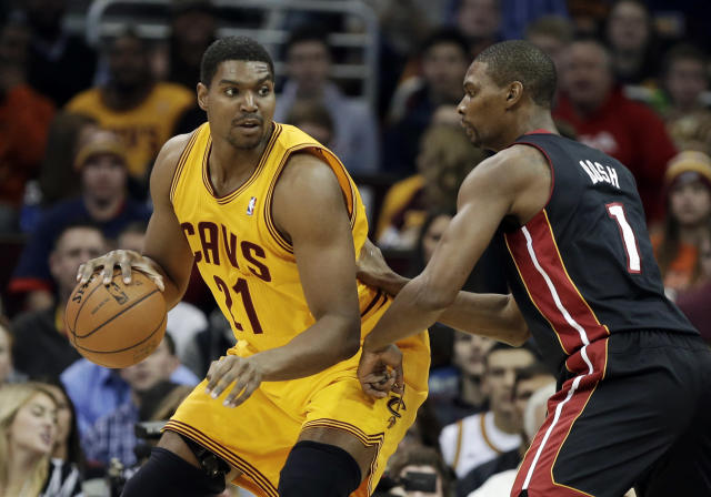 Cleveland Cavaliers' Andrew Bynum (21) backs in on Miami Heat's Chris Bosh in the first quarter of an NBA basketball game Wednesday, Nov. 27, 2013, in Cleveland. (AP Photo/Mark Duncan)