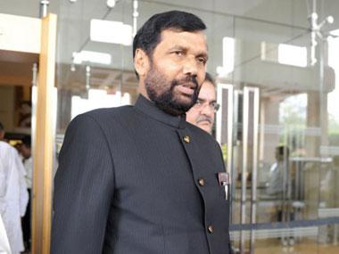 Don't know Manmohan Singh's caste but most Congress PMs were Savarnas, why didn't they think of quota bill? Asks Ram Vilas Paswan