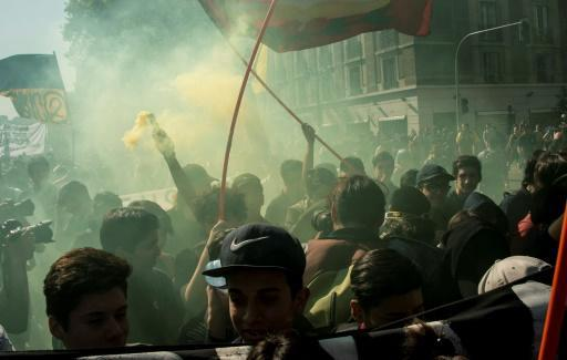 Chile students clash with police at demo