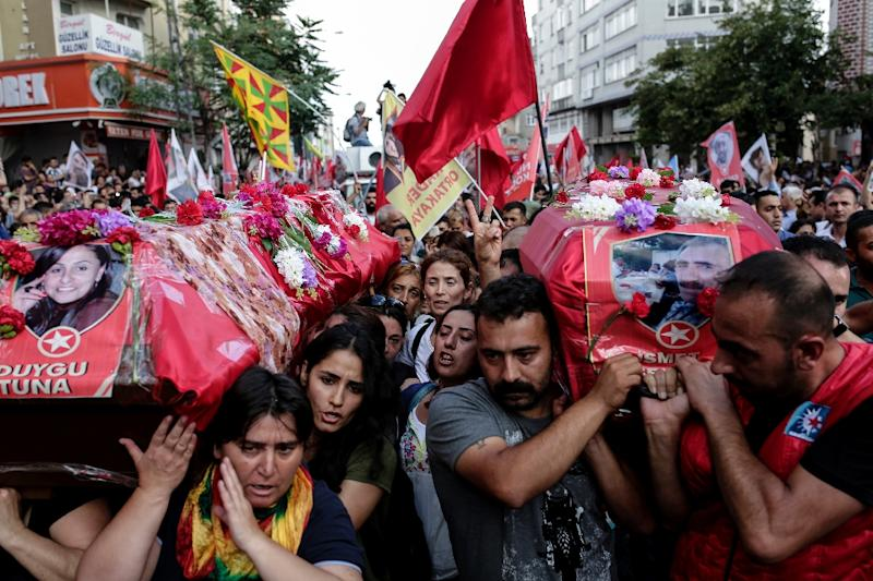 Mourners carry the coffins of victim Duygu Tuna and Ismet Seker during funeral of victims, who were killed in a suicide bomb attack two days before in the southern Turkish town of Suruc, on July 22, 2015 at Gazi district in Istanbul (AFP Photo/Yasin Akgul)
