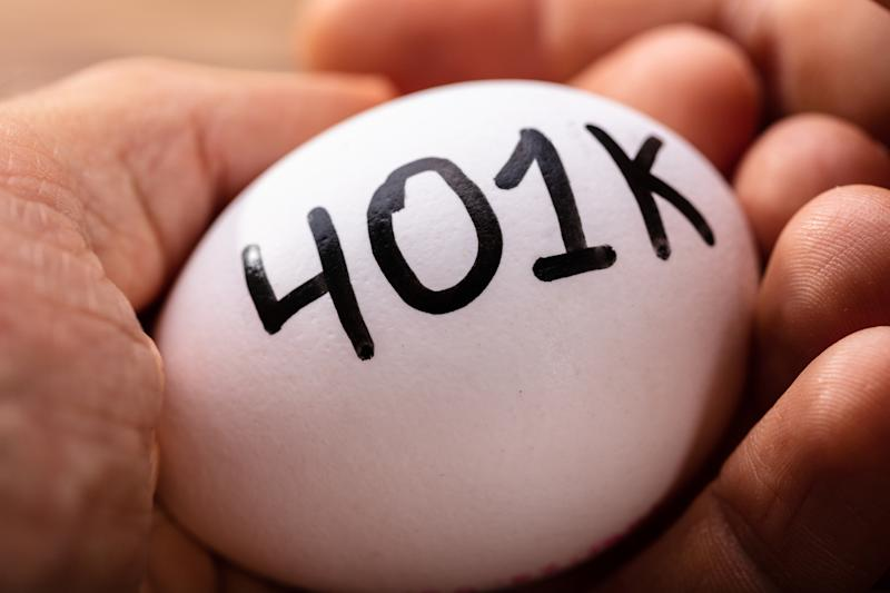 "A hand is holding an egg, on which is printed ""401k."""