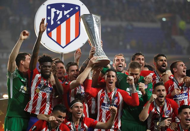 Soccer Football - Europa League Final - Olympique de Marseille vs Atletico Madrid - Groupama Stadium, Lyon, France - May 16, 2018 Atletico Madrid's Fernando Torres, Gabi and team mates celebrate with the trophy after winning the Europa League REUTERS/Christian Hartmann