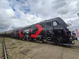 The TRAXX MS locomotive for CARGOUNIT at the Lotos Kolej site in Gdansk, Poland.