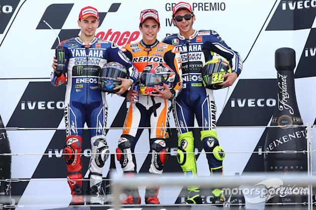 "Podio: 1º Marc Márquez, 2º Jorge Lorenzo, 3º Valentino Rossi <span class=""copyright"">Gold and Goose / LAT Images</span>"