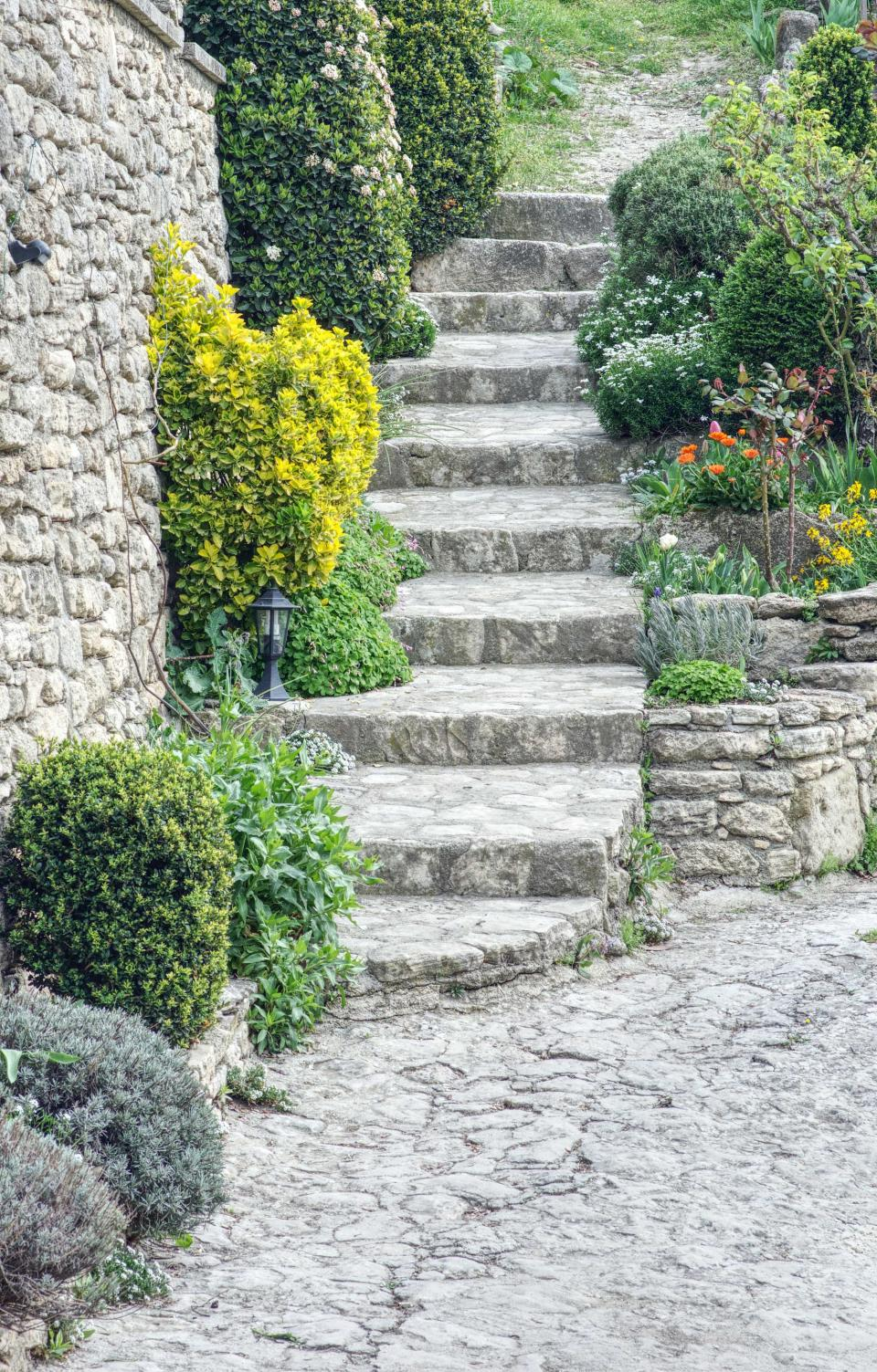 How much does landscaping cost?: stone steps