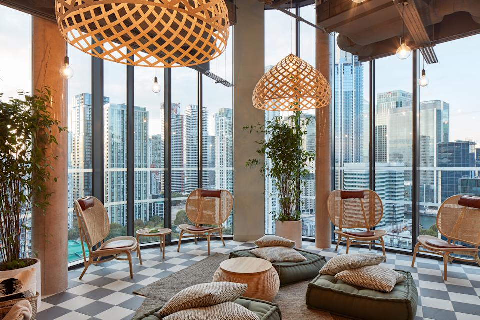 The Collective Canary Wharf spa offers a spa and nail salon.