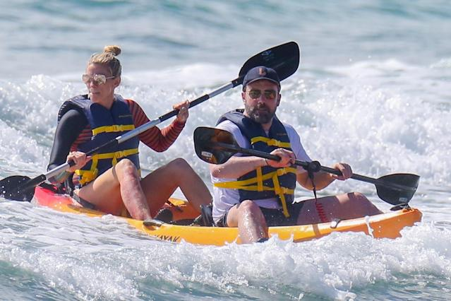 Ben Affleck and Lindsay Shookus have some fun in the sun. (Photo: Backgrid)