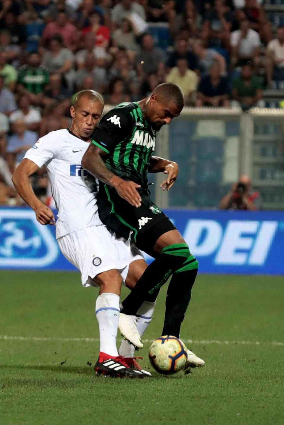 Sassuolo's Kevin Prince Boateng, right, is challenged by Inter's Miranda during the Serie A soccer match between Sassuolo and Inter Milan at the Mapei Stadium in Reggio Emilia, Italy, Sunday, Aug. 19, 2018. (Serena Campanini/ANSA via AP)