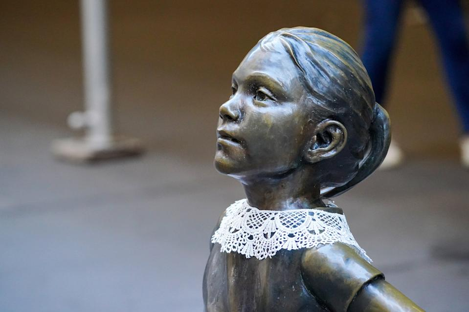 The Fearless Girl wearing a neck collar in remembrance of former Supreme Court Justice Ruth Bader Ginsburg. (Photo: Getty Images)