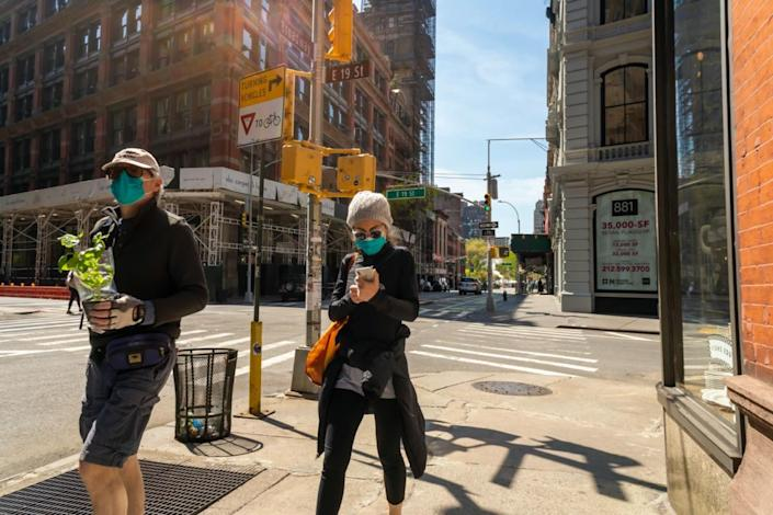 Masked shoppers in New York during the COVID-19 pandemic