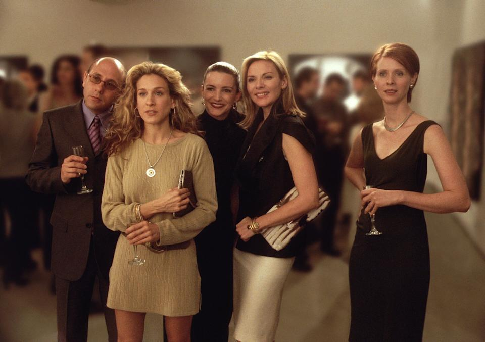 "Willie Garson (left) with Sarah Jessica Parker, Kristin Davis, Kim Cattrall and Cynthia Nixon in a Season 3 episode of ""Sex and the City.""  (Photo: Getty Images via Getty Images)"