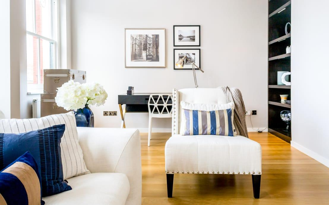 <p>What can make the minimalist style tricky is how few pieces you actually have to work with. Whether it's a side table in the minimalist bedroom or a sofa in the minimalist living room, each piece really needs to be considered carefully before it enters the room.</p><p>Remember: your end goal is to furnish a space that will be comfortable for anyone to spend time in. That's why we recommend going with quality over quantity and investing in classics that will:</p><p>a) stand the test of time (and trend); and</p><p>b) continue to spark your interest.</p><p>Choose well-made pieces that are built to last and will withstand daily use – your minimalist furniture still needs to be practical, after all!</p>  Credits: homify / In:Style Direct