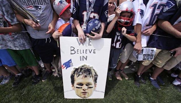 "New England Patriots fans show their support for <a class=""link rapid-noclick-resp"" href=""/nfl/players/5228/"" data-ylk=""slk:Tom Brady"">Tom Brady</a>. (AP)"