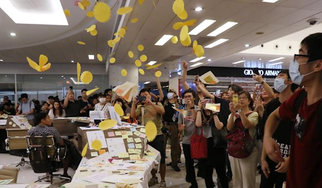 Protesters at the information desk of New Town Plaza in Sha Tin. Photo: K. Y. Cheng