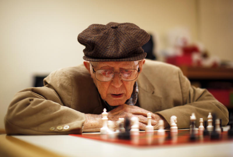 Earl Gilbert, 97, plays chess at Royal Oaks retirement community in Sun City, Arizona, January 8, 2013. Sun City was built in 1959 by entrepreneur Del Webb as America?s first active retirement community for the over-55's. Del Webb predicted that retirees would flock to a community where they were given more than just a house with a rocking chair in which to sit and wait to die. Today?s residents keep their minds and bodies active by socializing at over 120 clubs with activities such as square dancing, ceramics, roller skating, computers, cheerleading, racquetball and yoga. There are 38,500 residents in the community with an average age 72.4 years. Picture taken January 8, 2013. REUTERS/Lucy Nicholson (UNITED STATES - Tags: SOCIETY) ATTENTION EDITORS - PICTURE 9 OF 30 FOR PACKAGE 'THE SPORTY SENIORS OF SUN CITY' SEARCH 'SUN CITY' FOR ALL IMAGES