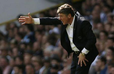 Britain Football Soccer - Tottenham Hotspur v Watford - Premier League - White Hart Lane - 8/4/17 Watford manager Walter Mazzarri gestures during the match Action Images via Reuters / Paul Childs Livepic