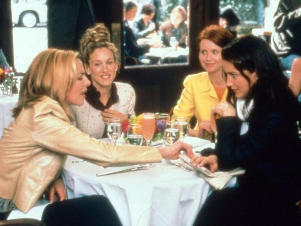 "Die ""Sex and the City""-Stars (v.l.): Samantha Jones (Kim Cattrall), Carrie Bradshaw (Sarah Jessica Parker), Miranda Hobbes (Cynthia Nixon) und Charlotte York (Kristin Davis) (Bild: imago/United Archives)"