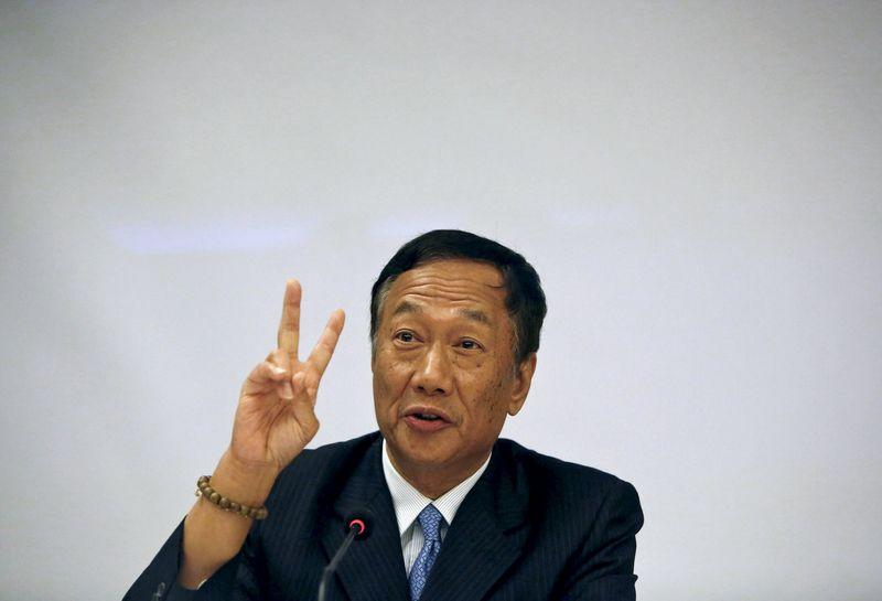 Terry Gou, founder and chairman of Taiwan's Foxconn Technology, gestures during a news conference in New Delhi, India, August 4, 2015. REUTERS/Anindito Mukherjee
