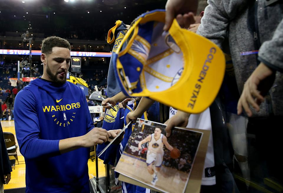 Klay Thompson signs autographs for fans before an NBA game in December of 2018. (Jane Tyska/Digital First Media/The Mercury News via Getty Images)