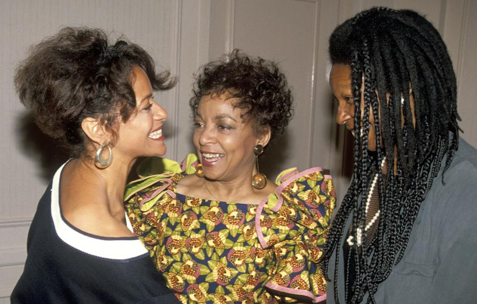 Allen, Ruby Dee and Whoopi Goldberg at the Women in Film awards on June 7, 1991. (Photo: Jim Smeal via Getty Images)