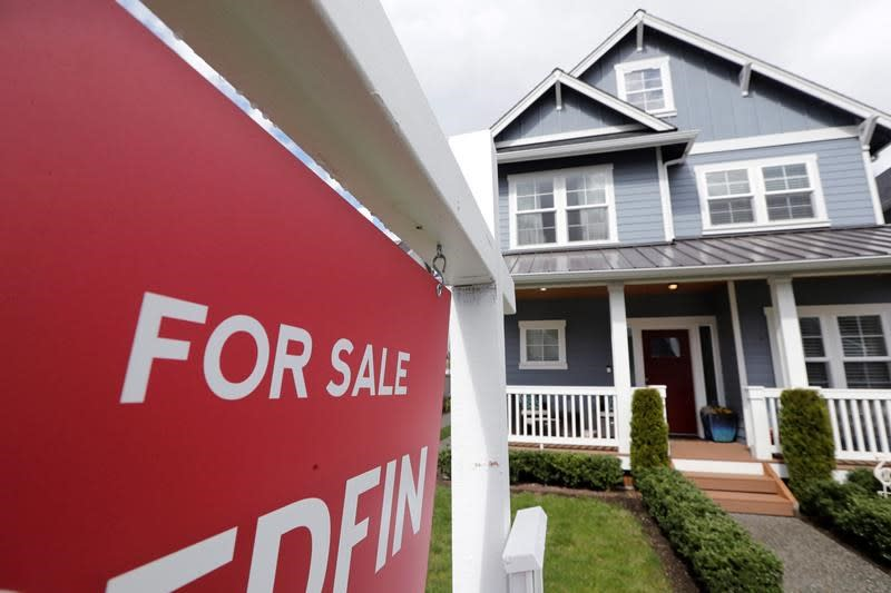 July sales of new homes surge 13.9%, far more than thought