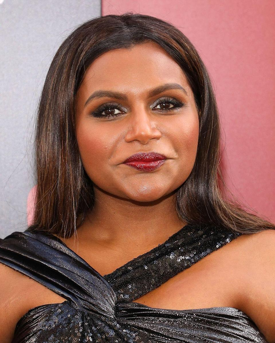 <p>Nothing complements your favorite fall time drink like matching pops of color throughout your brunette hair. <strong>Mindy Kaling </strong>shows us just how to do it with these carefully placed mocha-colored highlights. </p>