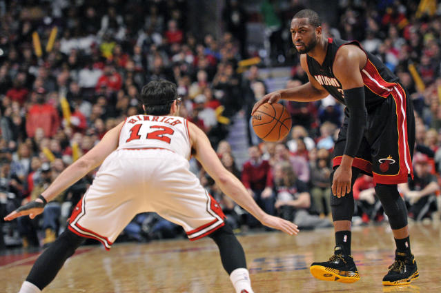 Sources: Bulls show interest in Dwyane Wade