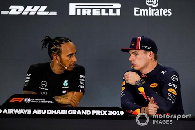"Pole man Lewis Hamilton, Mercedes AMG F1, e Max Verstappen, Red Bull Racing, in conferenza stampa dopo le qualifiche <span class=""copyright"">Gareth Harford / Motorsport Images</span>"