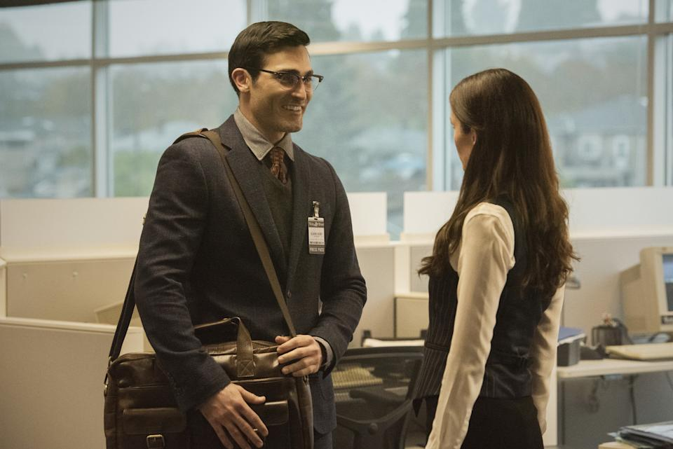Clark (Tyler Hoechlin) and Lois (Elizabeth Tulloch) in Superman & Lois. (PHOTO: Warner TV)