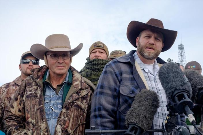 Ammon Bundy (R), leader of a group of armed anti-government protesters, speaks to the media as other members look on at the Malheur National Wildlife Refuge near Burns, Oregon, on January 4, 2016 (AFP Photo/Rob Kerr)