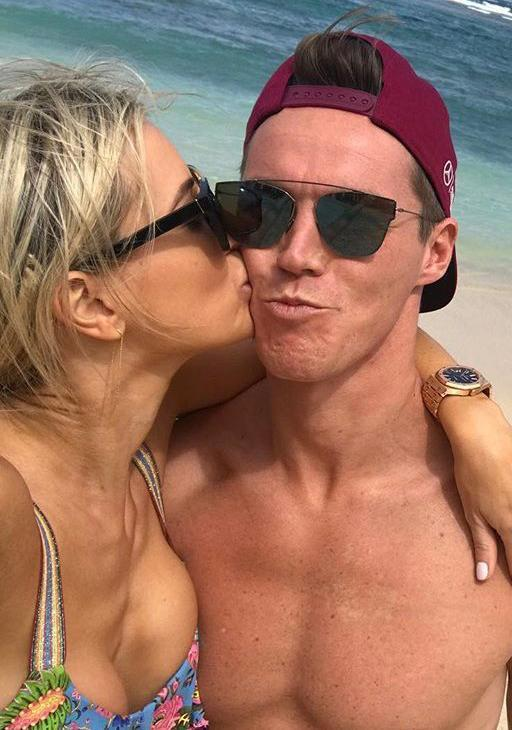 It looks like the couple are back on the right track as Oliver posted this cute snap of the couple while they were on holiday together in Bali recently.