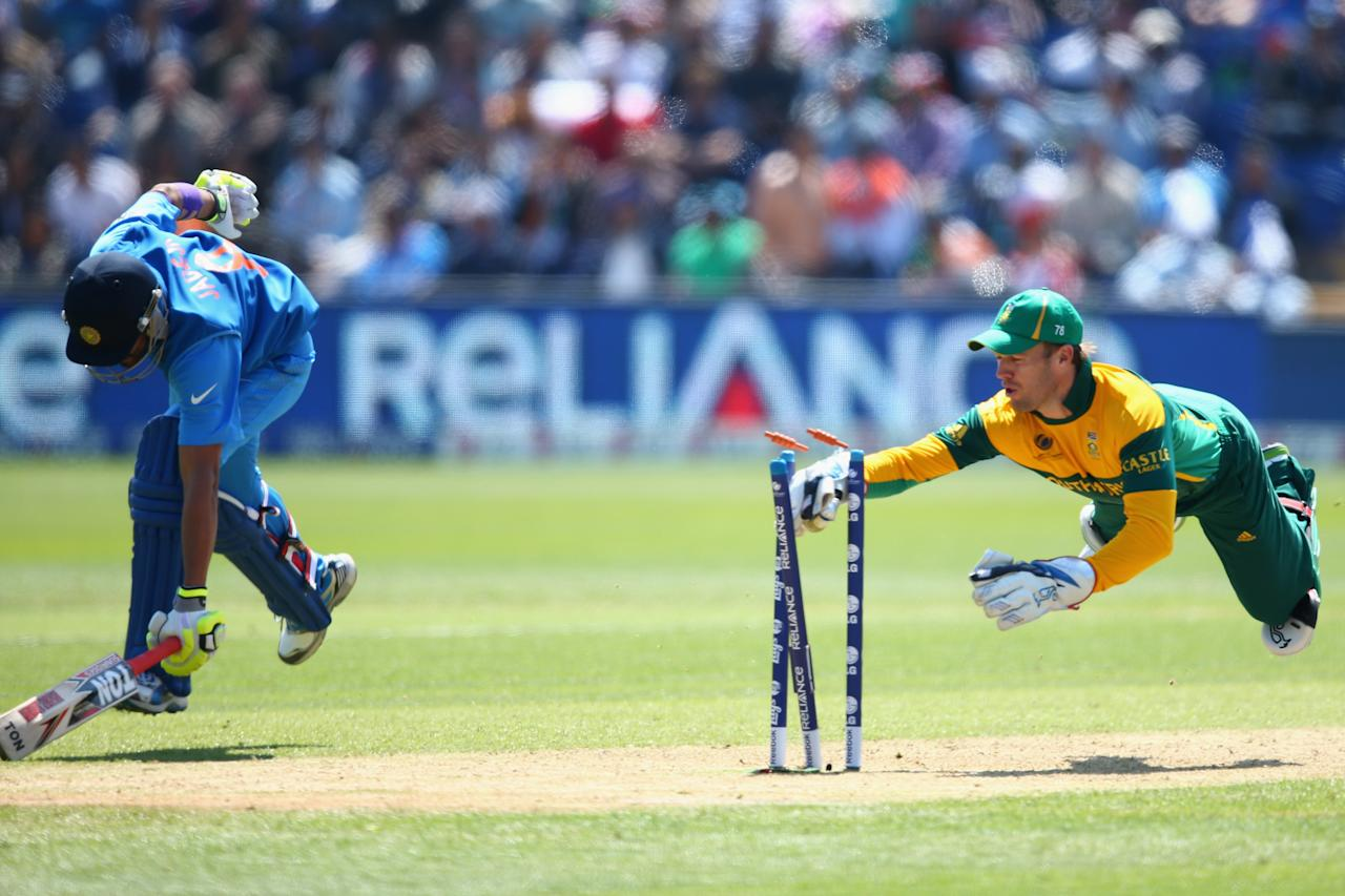 CARDIFF, WALES - JUNE 06:  Ravindra Jadeja (L) of India makes his ground as AB de Villiers (R) of South Africa attempts a run out during the Group B ICC Champions Trophy match between India and South Africa at the SWALEC Stadium on June 6, 2013 in Cardiff, Wales.  (Photo by Michael Steele/Getty Images)