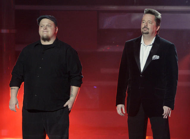 Runner-up Cas Haley and winner Terry Fator on the <i>America's Got Talent</i> Season 2 finale. (Photo: Virginia Sherwood/NBCU Photo Bank)