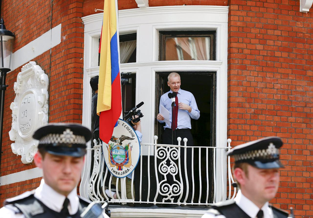 WikiLeaks founder Julian Assange speaks to the media outside the Ecuador embassy in west London in this August 19, 2012 file photo. Ecuador has asked Sweden to submit a new application over the questioning of Wikileaks founder Julian Assange in London, Swedish prosecutors said on February 4, 2016. REUTERS/Olivia Harris/Files