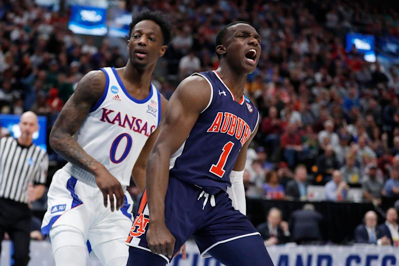 Brown, Auburn blitz Kansas to reach Sweet 16