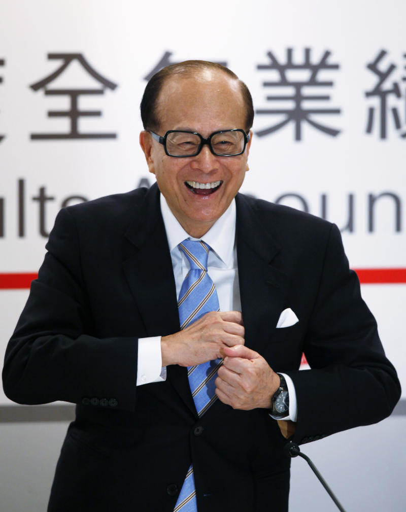 Hong Kong tycoon Li Ka-shing, chairman of Hutchison Whampoa Ltd., and Cheung Kong (Holdings) Ltd., smiles during  his companies' annual results announcement in Hong Kong Thursday, March 29, 2012.  (AP Photo/Kin Cheung)