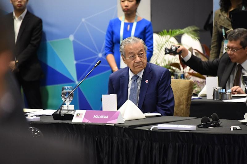 Tun Dr Mahathir Mohamad attend the Asean-China Summit in Singapore November 14, 2018. — Picture courtesy of Asean 2018 Secretariat