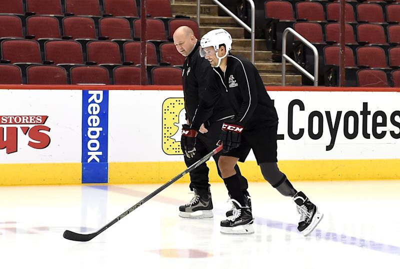 Ex-NHLer returns to the ice following heart attack, leg amputation