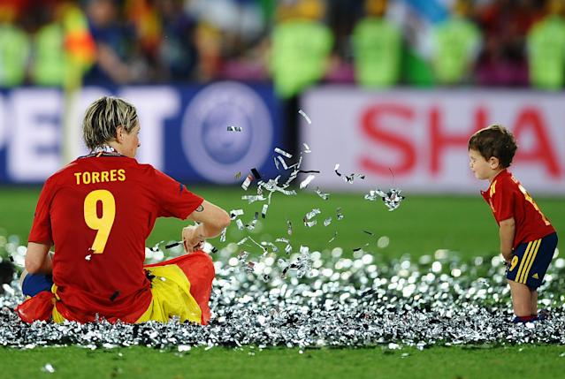 KIEV, UKRAINE - JULY 01: Fernando Torres of Spain throws some confetti at his son Leo Torres after the UEFA EURO 2012 final match between Spain and Italy at the Olympic Stadium on July 1, 2012 in Kiev, Ukraine. (Photo by Laurence Griffiths/Getty Images)