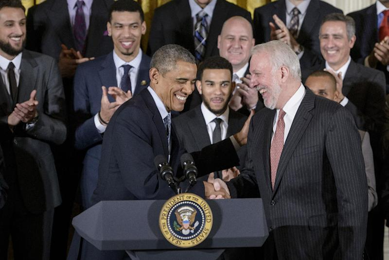 US President Barack Obama (L) and San Antonio Spurs head coach Gregg Popovich (R) shake hands during an event at the White House on January 12, 2015 in Washington, DC (AFP Photo/Brendan Smialowski)