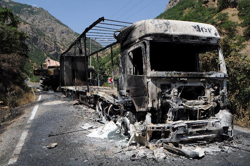Two burnt trucks reportedly set on fire by Kurdistan Workers' Party (PKK) militants stand in Tunceli, eastern Turkey, on August 2, 2015 (AFP Photo/)