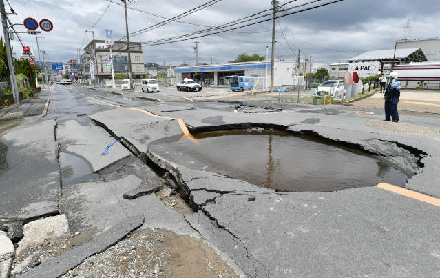 <p>Debris of damaged walls are scattered following an earthquake, in Ibaraki, Osaka, Monday, June 18, 2018. (Photo: Yosuke Mizuno/Kyodo News via AP) </p>
