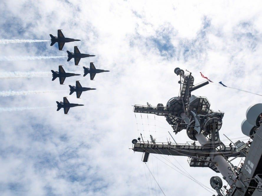 Watch the flyover of a US Navy aircraft carrier from inside the cockpit of a Blue Angel F/A-18 Hornet