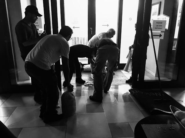 Hotel employees and guests scramble to place sandbags at the front door after heavy rain from Hurricane Irma caused local flooding. (Photo: Holly Bailey/Yahoo News)