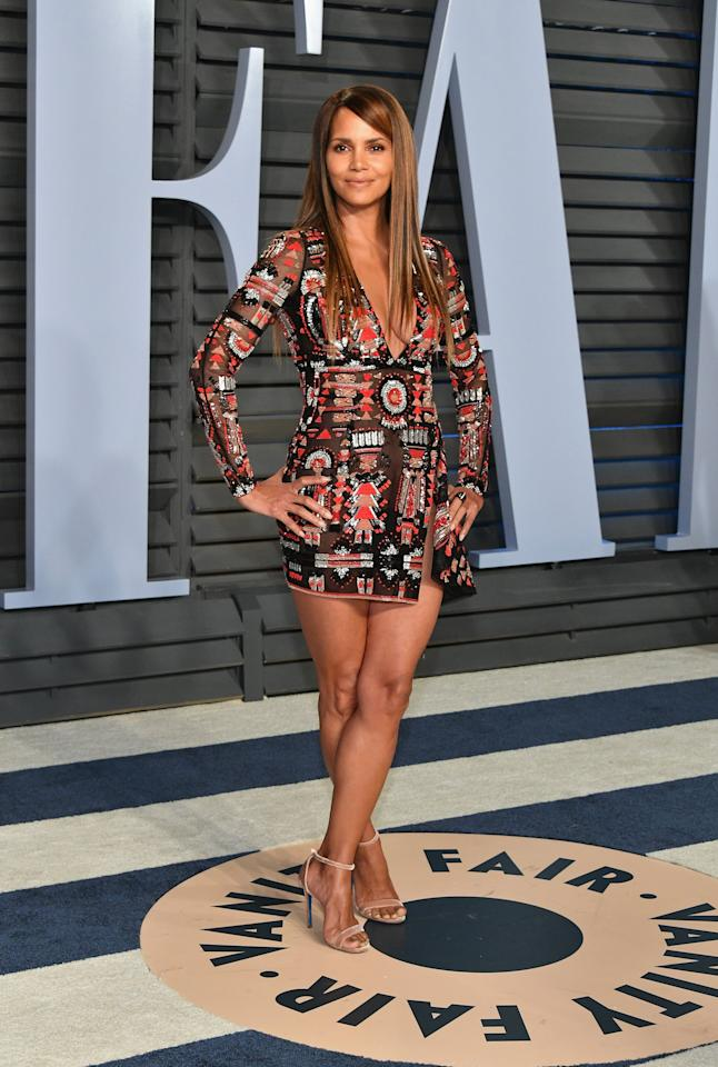 """<p>She showed off her legs in <a href=""""https://www.popsugar.com/fashion/photo-gallery/44626794/image/44634764/Olivia-Munn"""" class=""""ga-track"""" data-ga-category=""""Related"""" data-ga-label=""""https://www.popsugar.com/fashion/Vanity-Fair-Oscars-Party-Dresses-2018-44626794#photo-44634764"""" data-ga-action=""""In-Line Links"""">a sexy minidress by Zuhair Murad</a> at the 2018 <strong>Vanity Fair</strong> Oscars afterparty. </p>"""