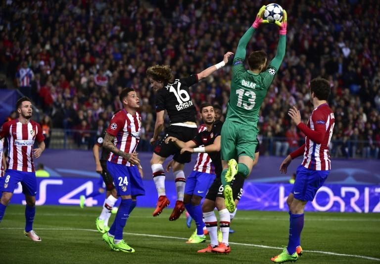 Atletico Madrid's goalkeeper Jan Oblak stops a ball during the UEFA Champions League round of 16 second leg football match against Bayer Leverkusen March 15, 2017