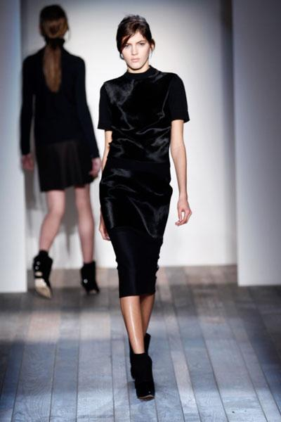 <b>Victoria Beckham AW13 at New York Fashion Week <br></b><br>Victoria decked her models in head-to-toe velvet.<br><br>Image © Getty
