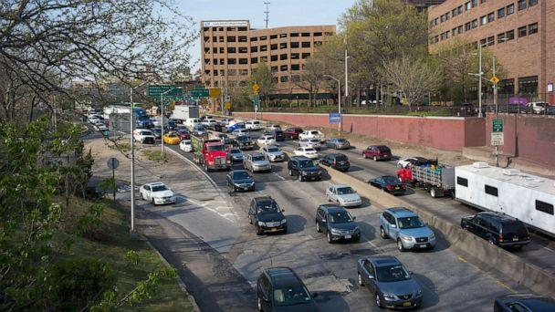 PHOTO: Elevated view of traffic on the Brooklyn-Queens Expressway as it approaches the Atlantic Avenue interchange in Brooklyn's Cobble Hill neighborhood, New York, April 21, 2016. (Robert Nickelsberg/Getty Images, FILE)