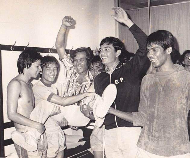 The Singapore Lions after winning the 1978 Malaysia Cup. Eric Paine is second from right. (Suresh Nair's photo)
